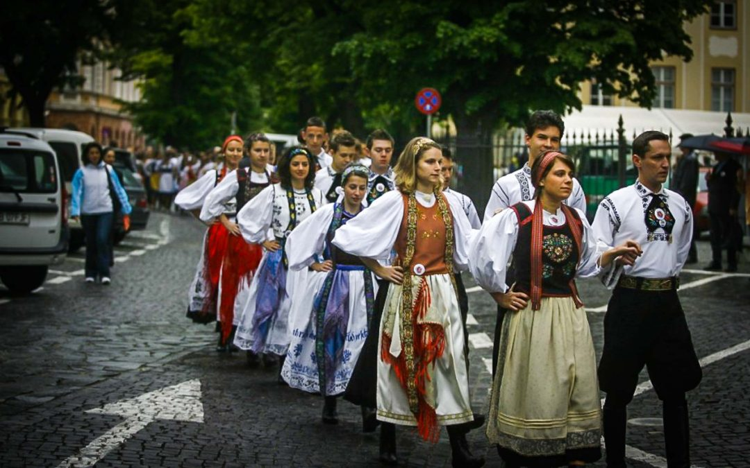 Transylvanian Saxons come back home to celebrate history and traditions